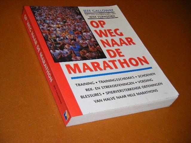 JEFF GALLOWAY; GERARD ROOIJAKKERS - Op weg naar de marathon training, trainingsschema's, rek- en strekoefeningen, spierversterkende oefeningen, voeding, schoenen, blessures, van halve naar hele marathons