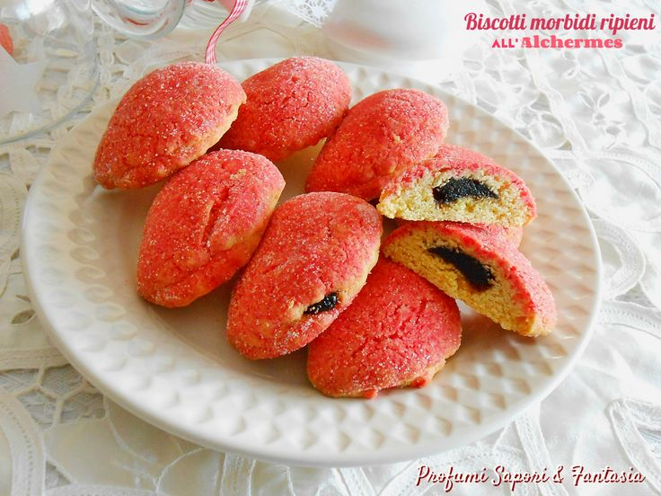 I biscotti morbidi ripieni all'Alchermes sono ottimi da gustare a fine pasto accompagnati da vino passito o vino tipico Albana dolce. Ricetta facile