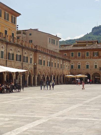 Piazza del Popolo, Ascoli Piceno, Le Marche