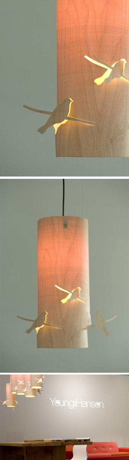 德国设计师Martijn Westphal设计的Bird Lamp,在仅有0.8mm厚的胶合板做出飞鸟形状的立体镂空,散射光效果与若隐若现的渲染感非常有味道。