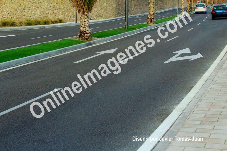 Compra imagen online para proporcionar consejos de seguridad vial en carretera desde las autoescuelas mediante estrategias de marketing de contenidos en páginas webs y redes sociales.