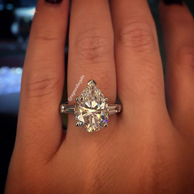 a dozen diamond halo engagement rings to die for halo