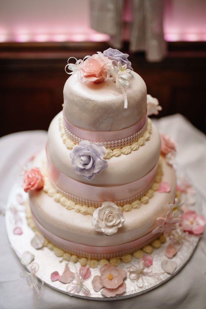 Wedding Of The Week Sara Paine And Christopher Mills Wedding Cake