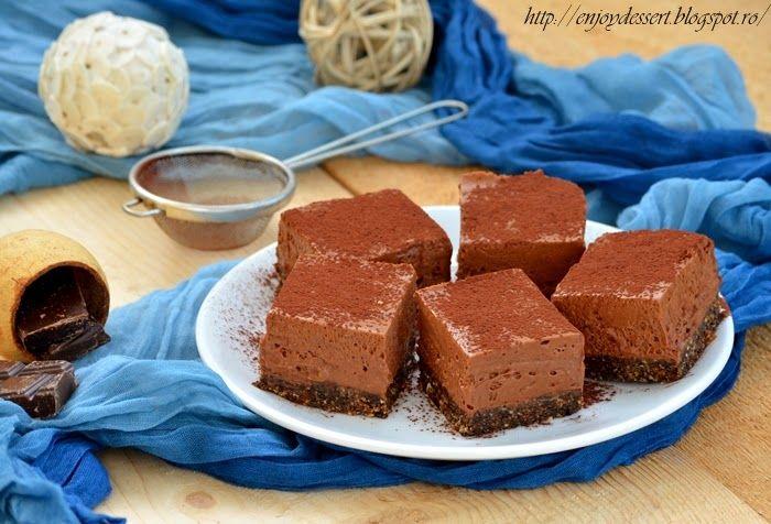 Enjoy Dessert!: Prajitura cu mousse de ciocolata fara coacere