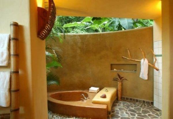 Le modèle de salle de bain extérieur- pureté pour l'esprit et le corp - extérieure-salle-de-bain-du-bois