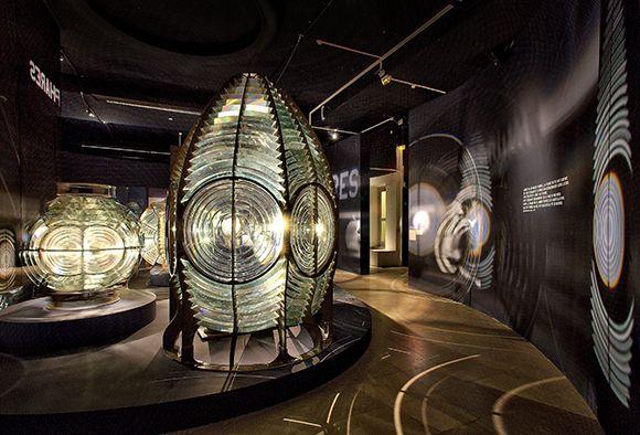 Expositions - Le phare « étoile » d'Augustin Fresnel - Les collections du musée   Musée national de la Marine