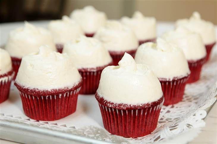 Magnolia Bakery S Rote Samt In 2020 Velvet Cupcake Backerei Rezepte Herzhafte Kuchen
