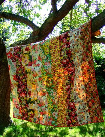 This is fantastic. Just columns of gorgeous fabrics with big prints and long repeats sewn together. What could be better to show off those gorgeous fabrics?
