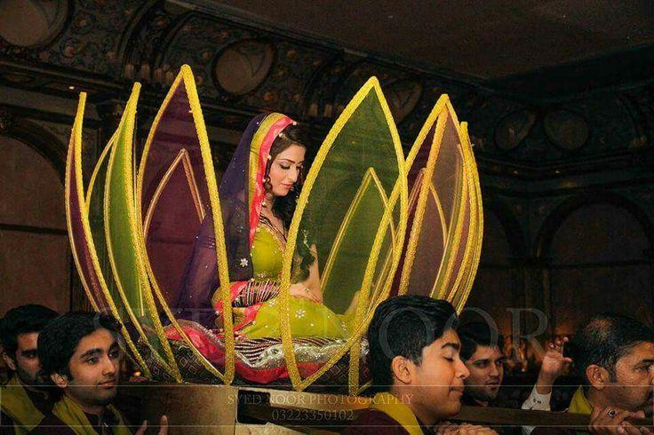 Mehndi Entrance For Bride : Pakistan mehndi bride s entry pakistani
