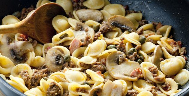 Piccole Ricette – Orecchiette funghi e salsiccia