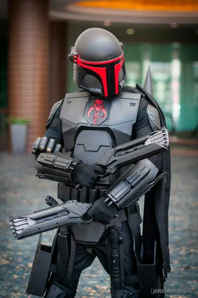 Awsome looking mandalorian Cosplay