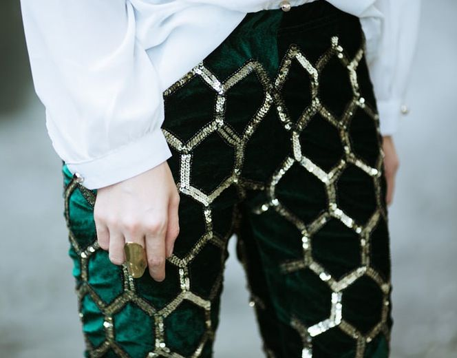 Hexagonal...Emeralds, Fashion Details, Bold Prints, Gold Sequins, Green Parties, Sequins Pants, Holiday Style, Green Pants, Honeycombs