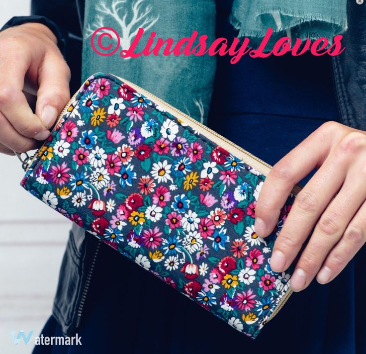 Pretty purses 👛 fits an iPhone !! £6.50