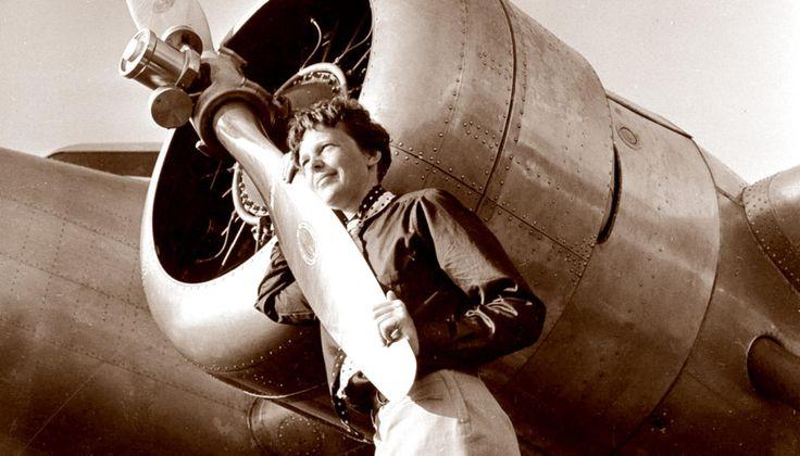 В1937 году летчица Амелия Эрхарт пропала над Тихим океаном. Нашлось фото, которое (возможно) доказывает, что она неразбилась — Meduza