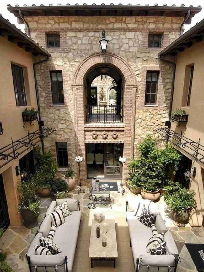 20 Design Of European Living Rooms And Decor Ideas Livingroom Livingroomideas Livingroo Spanish Style Homes Mediterranean Style House Plans Tuscan Courtyard