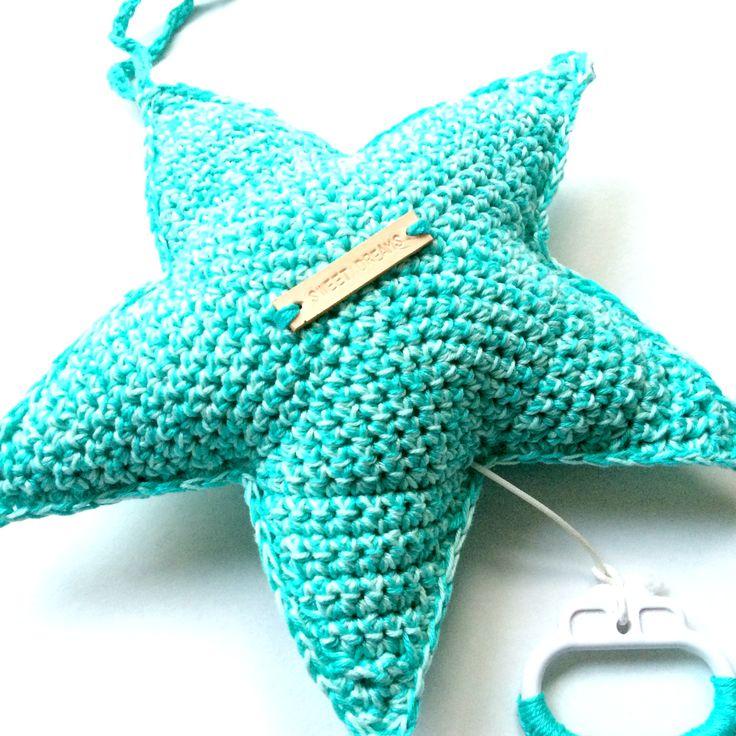 Lotte haakte deze schattige ster met daarin een muziekdoosje.