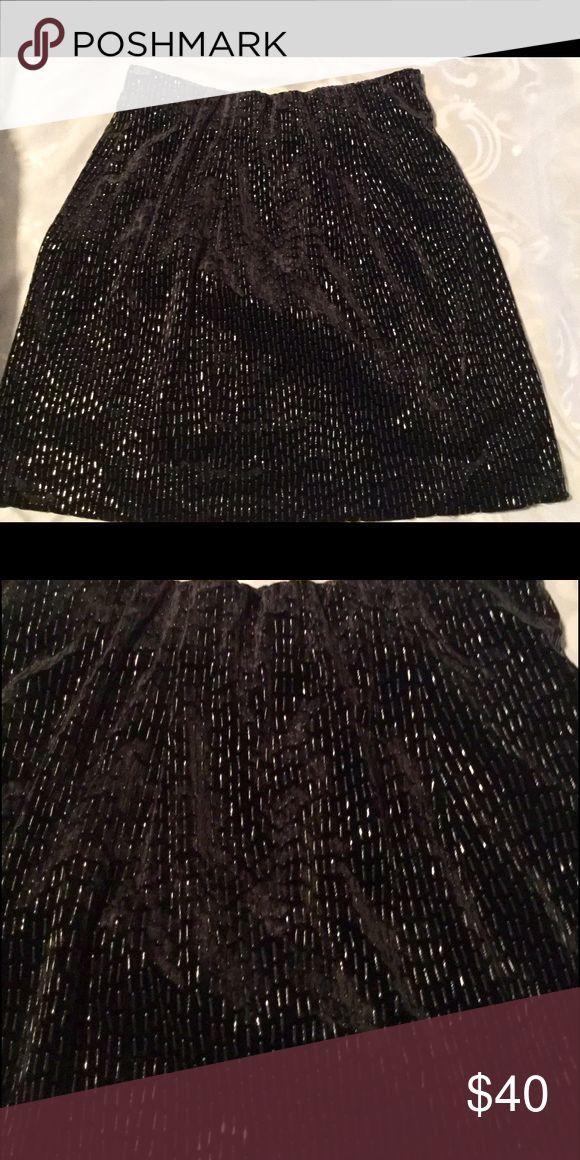 ALBERTO MAKALI BLACK DRESSY SKIRT SIZE 6 🎉PRICE DROP🎉Alberto Makali women's dressy with shiny sequins skirt size 6. Excellent condition! Alberto Makali Skirts Mini
