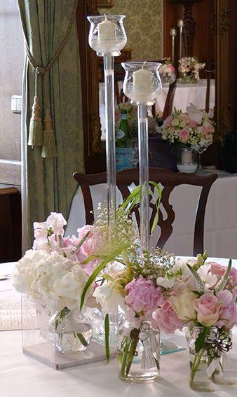 Hochzeitsdeko im Vintage Look mit hohen Kerzenleuchtern. Im Schlosshotel Kronberg, Hochzeitsdekorationen im Rhein Main Gebiet, Rheingau, Frankfurt, Mainz.