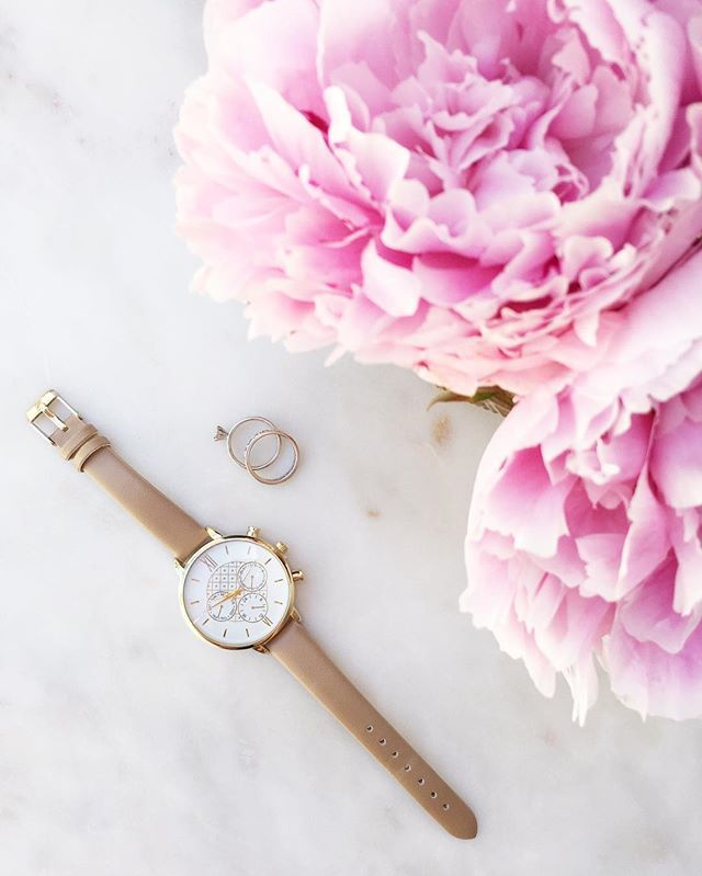 It's time for the Weekend! Our neutral bands on our Margo Watches are killer! Love this snap from @livingin700 {Shop all colors of this watch in bio} #watch #peonies #perfection #weekend