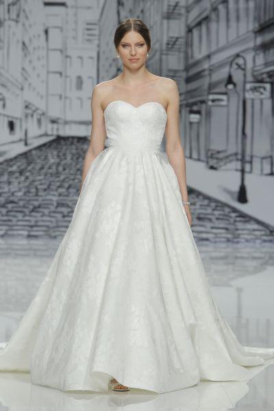 Vestidos de novia escote corazón 2017: 30 magníficos diseños que te harán soñar Image: 13
