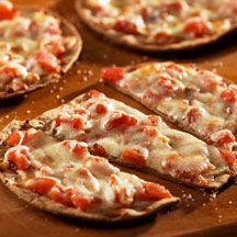 flatout tomato & mozzarella pizza: Fun Recipes, Tomatoes Sauces, Weights Watchers, Pizza Margherita Awesome, Healthy Pizza, Breads, Pizza Margheritaawesom, Homemade Pizza, Crusts