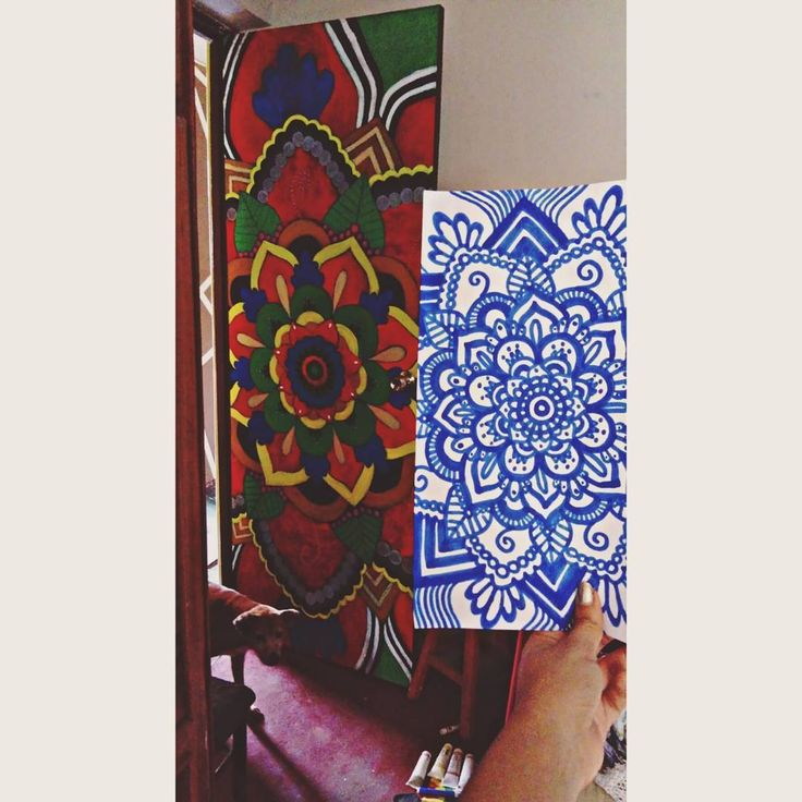 Let my love open the door  Me tomó casi 4 días terminarlo pero lo disfruté... A pesar de que terminé con un fuerte dolor de cintura   Los colores fuertes dan buena vibra  alegran el ambiente. Pini  estas en todas!  #art #mandala #colors #happiness #goodvibes #love #flower #indie #puppy #picoftheday