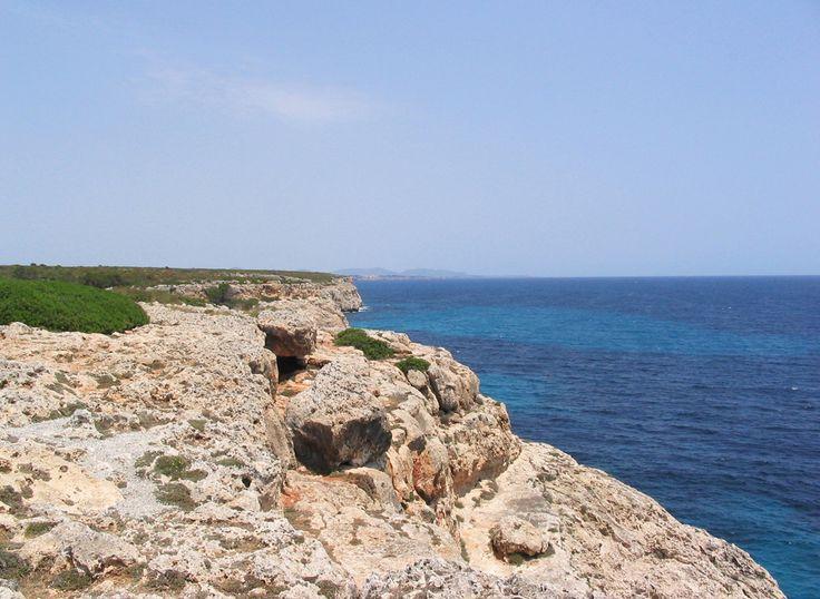 Routes along the cliffs in Cales de Mallorca