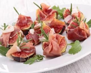 Bouchées apéritives de figue et jambon rouge : http://www.fourchette-et-bikini.fr/recettes/recettes-minceur/bouchees-aperitives-de-figue-et-jambon-rouge.html
