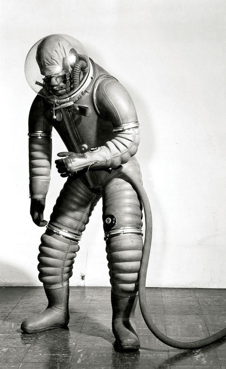 Early spacesuit (via Spacesuit : Les dessous d'Aldrin). S)