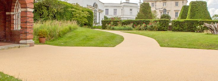 Resin-Bonded Gravel is a totally maintenance free driveway. Call New Driveway Company on: 0333 4000038. North London, South London, Chiswick, Cardiff