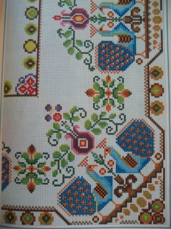 large peacock border-cross stitch / Album de Labores y punto de cruz'