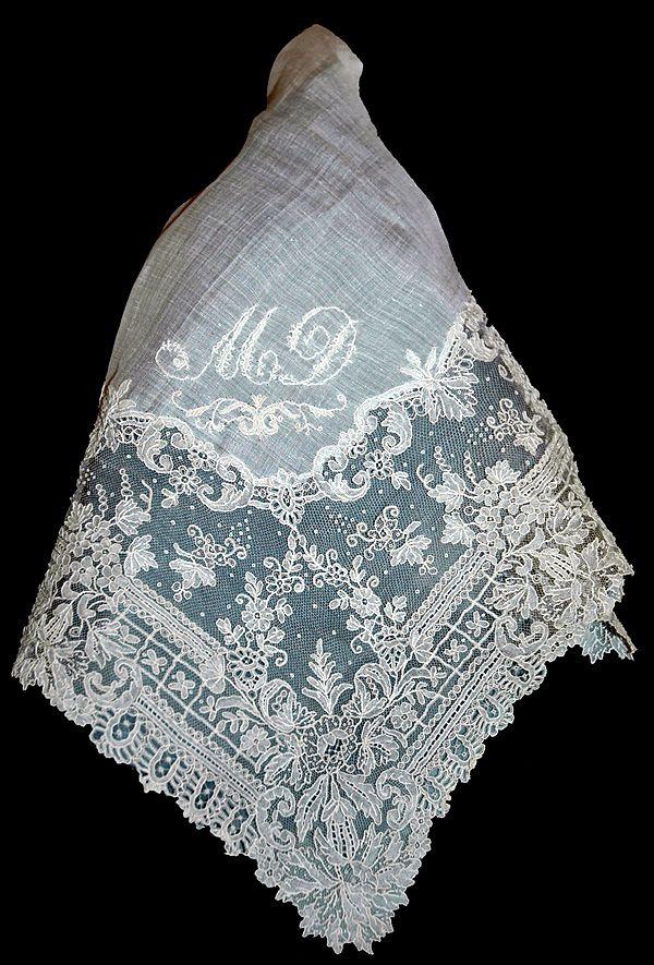 Un mouchoir en dentelle. Epoque du XIXème siècle.