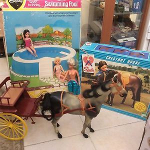Vintage Sindy Doll With Horses & Cart Swimming Pool & Chestnut Horse Boxed