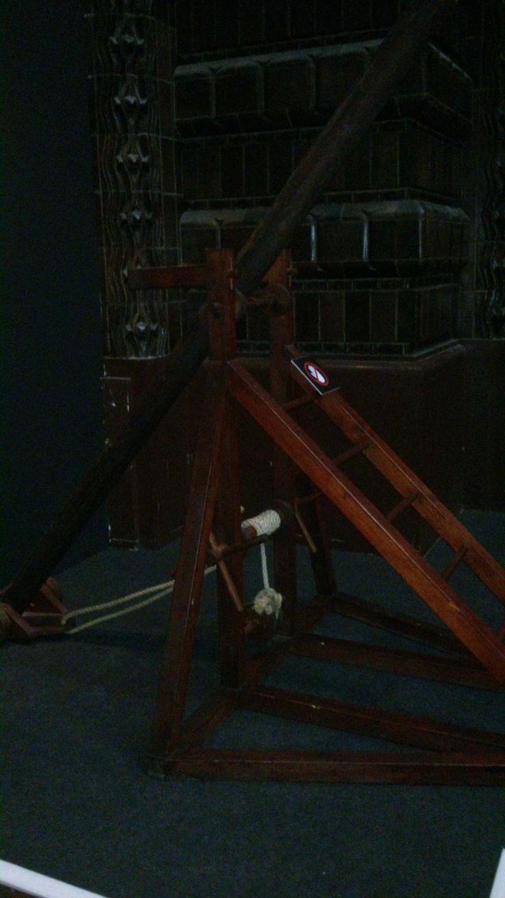 Een uitvinding van Leonardo da Vinci. Weer een soort van hefboom.
