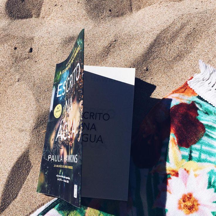 """79 Gostos, 1 Comentários - Maria Cardoso (@xmariacardosox) no Instagram: """"My new favourite book 📖🔛😋"""" #books #PaulaHawkins #Drama #Trilher"""