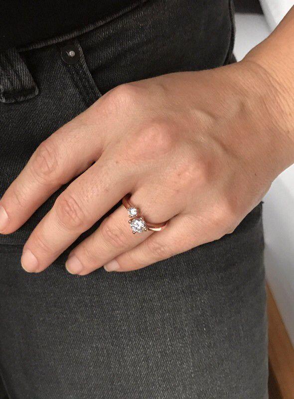 Moje Stříbrhný rhodiovaný prsten Esprit Prsten Svelte Sparkle Rose se zirkony od Esprit! Velikost  za890 Kč. Mrkni na to: http://www.vinted.cz/doplnky/prstynky/17686972-stribrhny-rhodiovany-prsten-esprit-prsten-svelte-sparkle-rose-se-zirkony.