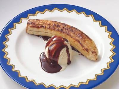 小林 カツ代さんのバナナを使った「焼きバナナのアイスクリーム添え」のレシピページです。バナナを焼いて、いつもと違うおいしさを楽しんでみて。 材料: バナナ、バニラアイスクリーム、チョコレートシロップ、バター