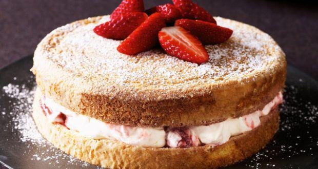 طريقة عمل الكيكة الاسفنجية بطرق كثير موقع طبخة Baking Strawberries And Cream Sponge Cake Recipes