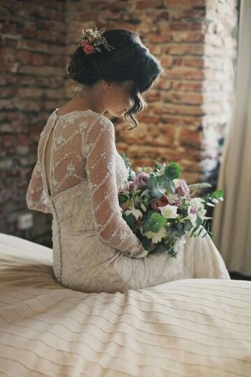 Beautiful bride-flowers and bouquet by Emilia Maghiar