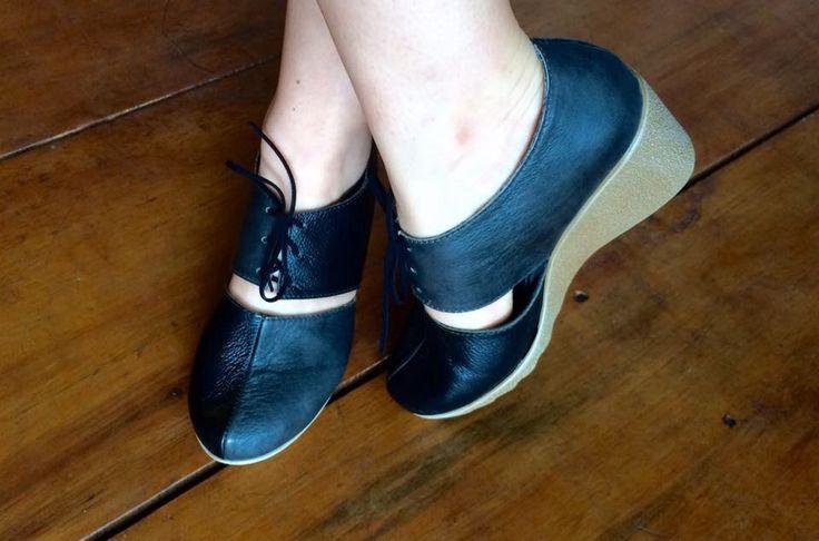 Reused leather shoes by Yara Salazar for VA.DE.NUEVO, San José, Costa Rica.