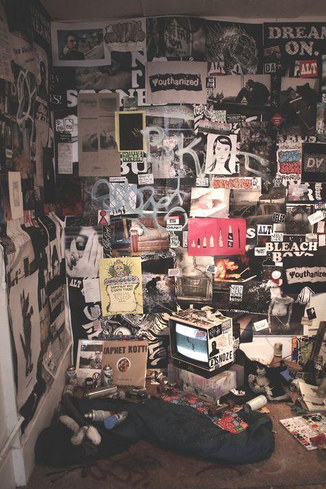 punk rock bedroom decor 20 Punk Rock Bedroom Ideas - I love all of these