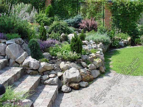A large rock, brick and stone walls look gorgeous and natural, and enhance the visual appeal of a formal rock garden design. Description from lushome.com. I searched for this on bing.com/images