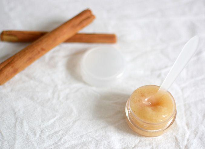 DIY: Gör din egen peeling för läpparna (bara 4 ingredienser!)