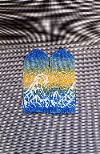 Ravelry: The Great Wave Mittens pattern by Natalia Moreva