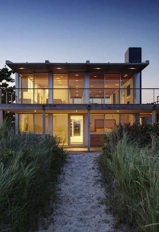 This one in Southampton - New York | 21 Gorgeous Beach Houses That Are Doing It Right
