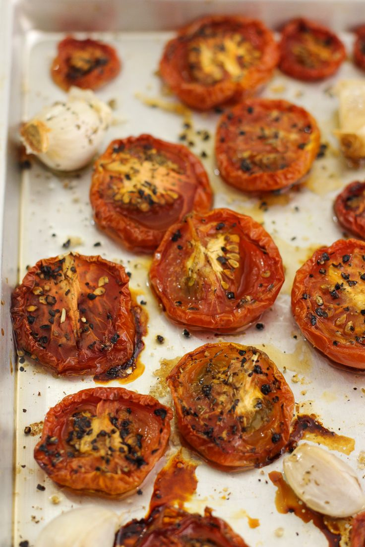Slow Roasted Tomatoes | http://maya-kitchenette.com/slow-roasted-tomatoes/