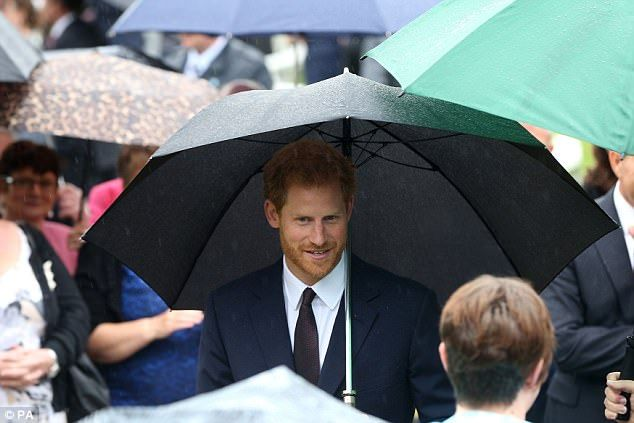 Harry swapped his relatively casual ensemble from earlier today for a dapper navy suit