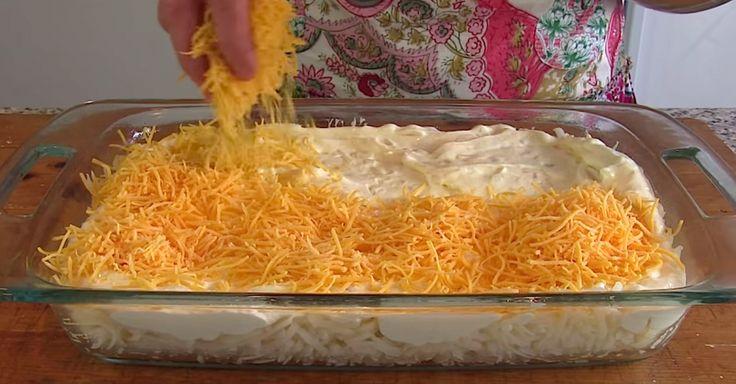 Τρίβει το τυρί, πάνω από τις πατάτες και τα βάζει στο φούρνο! Το αποτέλεσμα; ΠΑΝΔΑΙΣΙΑ γεύσεων…