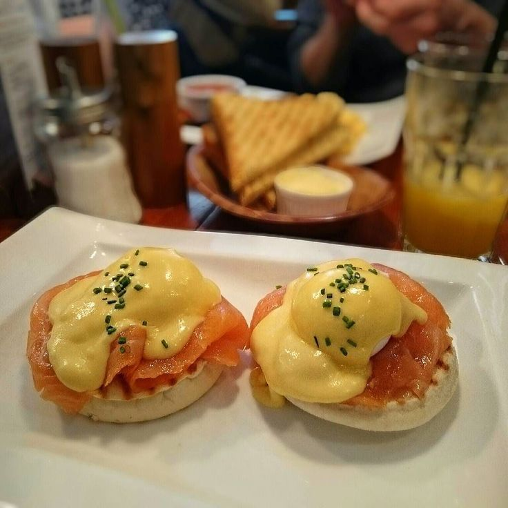 One of the best Eggs Royale in the city is served on a muffin. Read the full article on our site! (link in bio)  #Greenwoods #Keizersgracht #eggsbenedict #brunch #eggs #instafood #hollandaise #salmon #poachedeggs #benedict #hollandaisesauce #lunch #delicious #cityguysnl