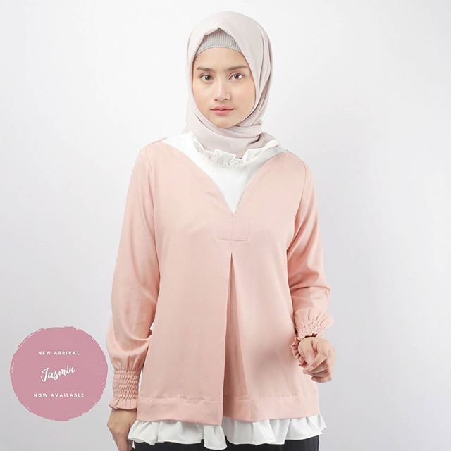 New Arrival This week : Jasmin Top . Available in peach and black . Head to www.eclemix.com or reach our admin contact below:  line@ : @eclemix  WA : 081326004010 . #eclemix #fashion #hijab #eclemixnew #localbrand #bandung #top #ootd